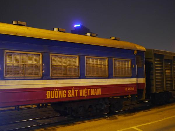 king express tourist train hanoi to lao cai